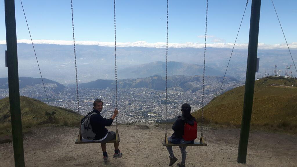 La spettacolare altalena che domina la città di Quito