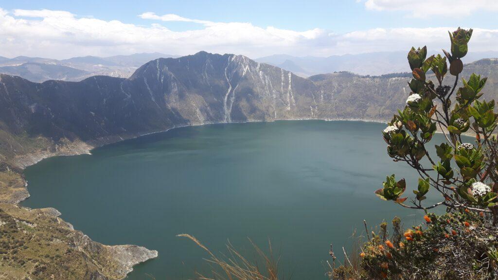 L'affascinante laguna Quilotoa formatasi in un vulcano in Ecuador