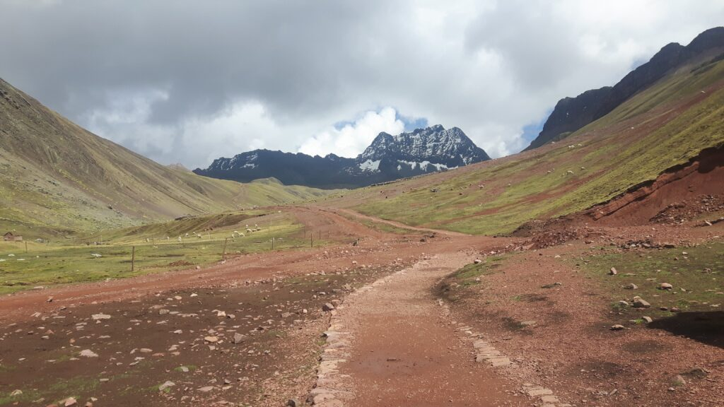 Il sentiero che conduce alla montagna Arcobaleno