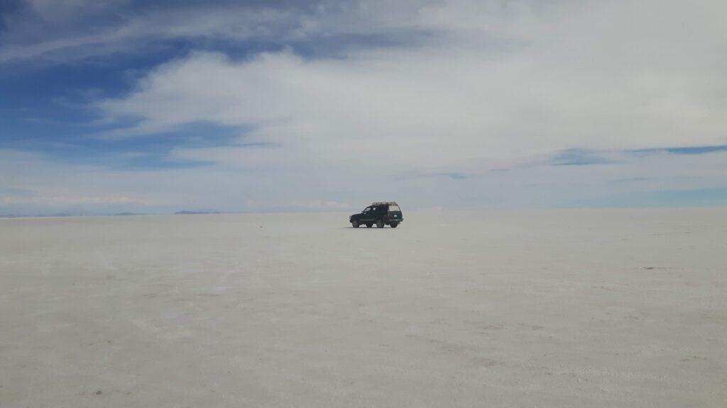 Il nostro 4x4 è invisibile nell'immensità del deserto