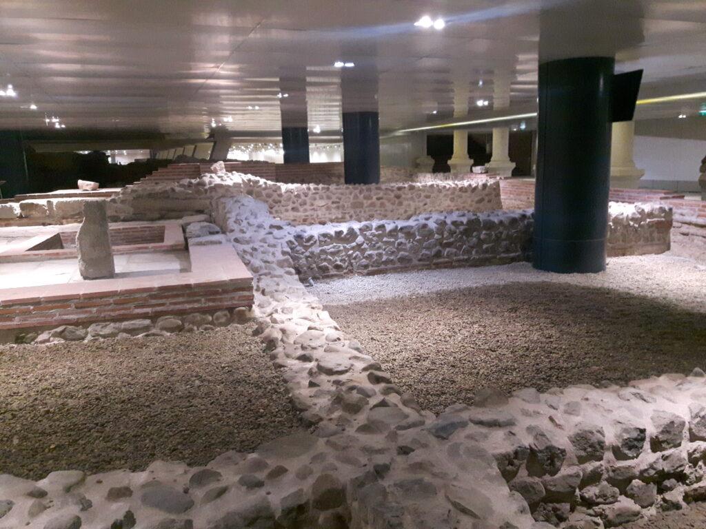 Alcune rovine portate alla luce durante gli scavi