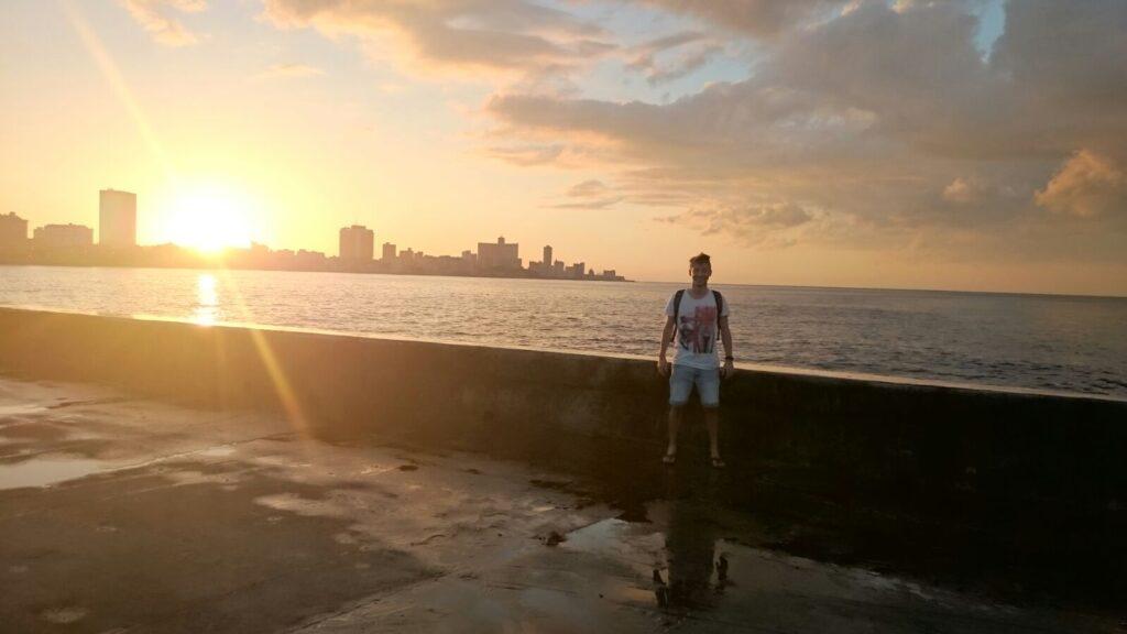 Il tramonto visto dal lungomare El Malecón