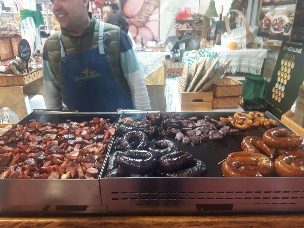 Nei mercati locali potete mangiare davvero di tutto